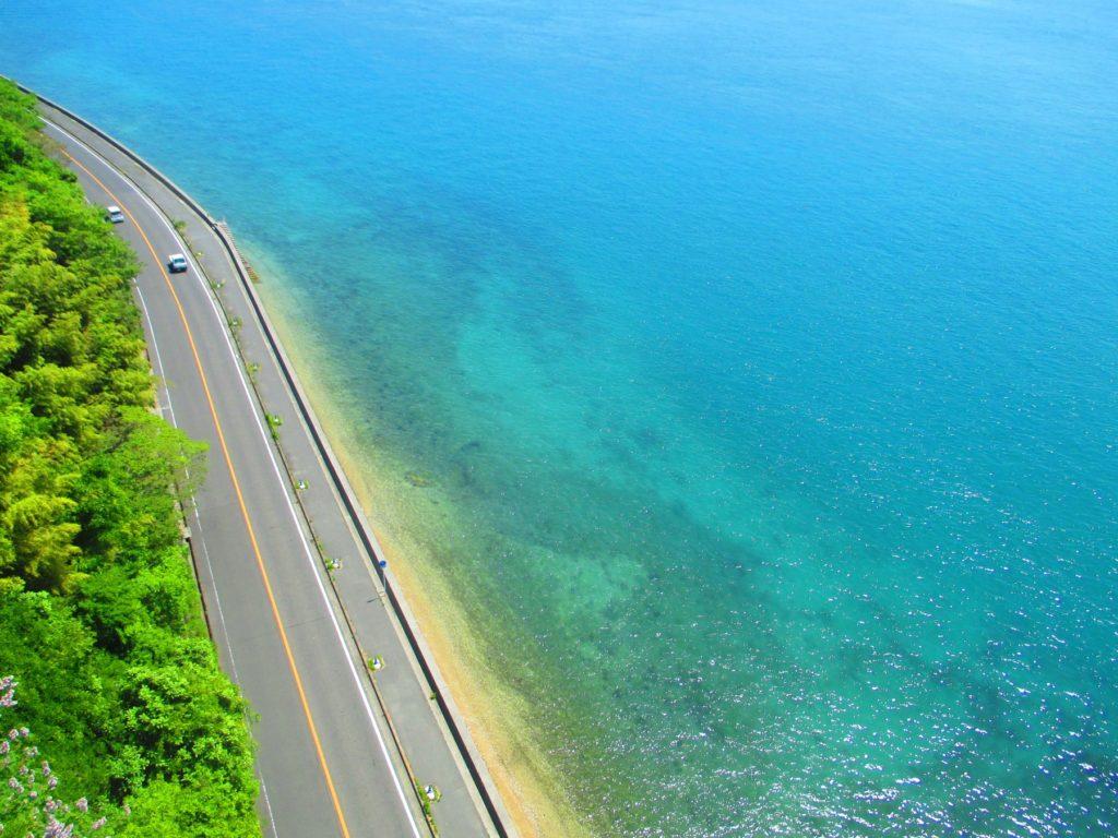 しまなみ海道 橋の上から海を見下ろす
